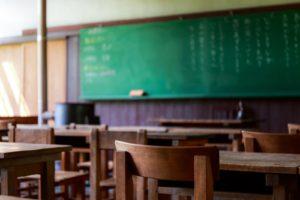 独特のにおいの教室
