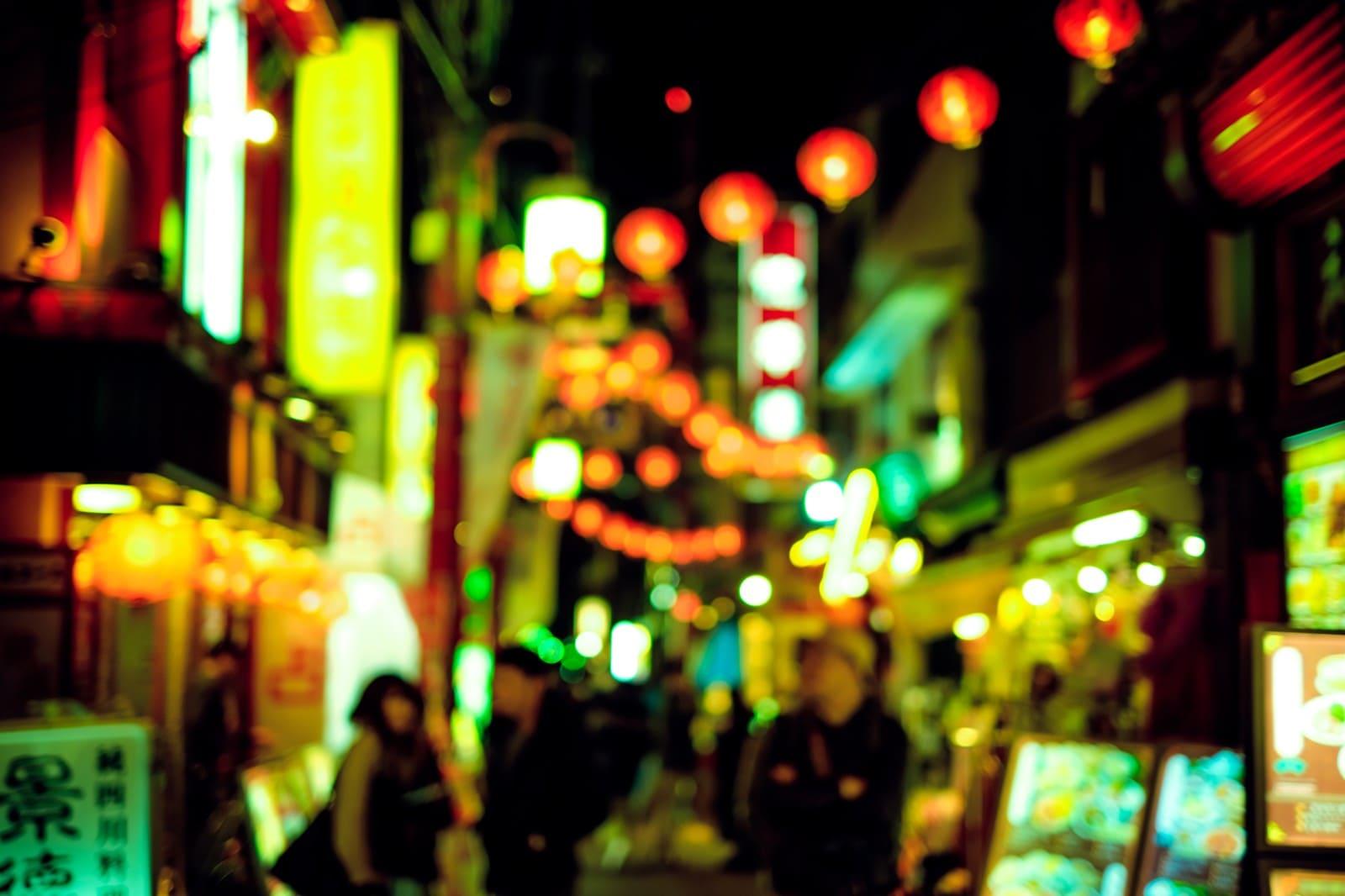光り輝く繁華街